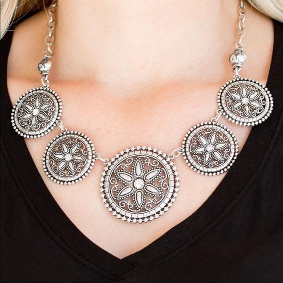 J77 Silver > rhinestones > necklace